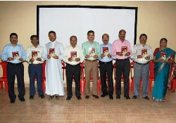 Aavaichi Asha (Mothers Wish) – Konkani book by Leo Fernandes released in Mumbai.