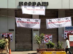 Mumbai came to a standstill as retail traders down shutter against LBT
