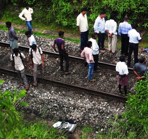 Mohammed 21 commits suicide under moving Matsyagandha train in Kundapur.