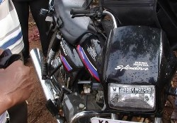 Accident injures two bike riders in Santhekatte, Kallainpur.