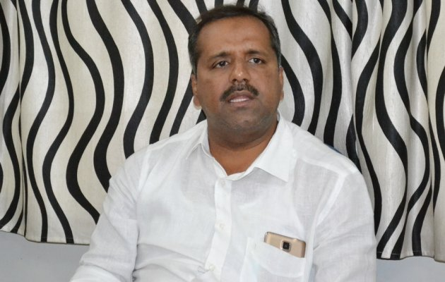 'Chappal' remark lands Khader in trouble