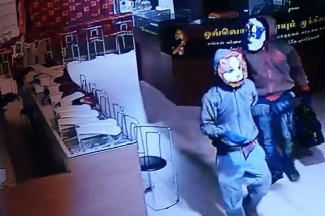 Men wearing cat, dog masks steal jewellery worth crores from popular showroom in TN