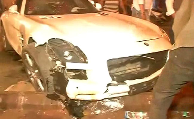 Speeding Mercedes Hits People Sleeping On Mumbai Pavement, 5 Injured