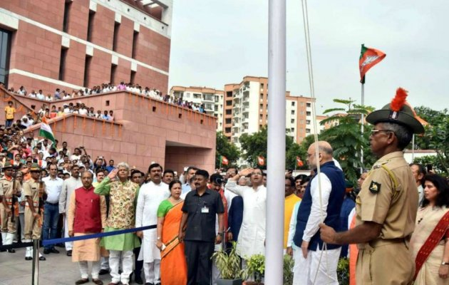 Congress mocks BJP over video of tricolour falling at party HQ
