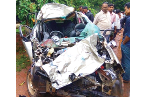 Car-bus accident kills two, injures one at Nellikatte
