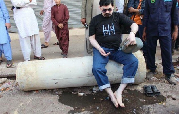 Pakistan politician drinks sewage water to create awareness