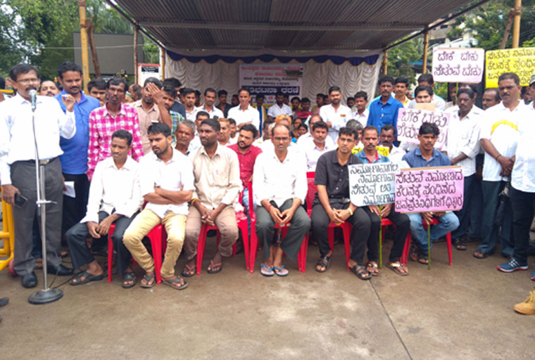 Villagers stage protest demanding early reconstruction of Mullerapatna bridge