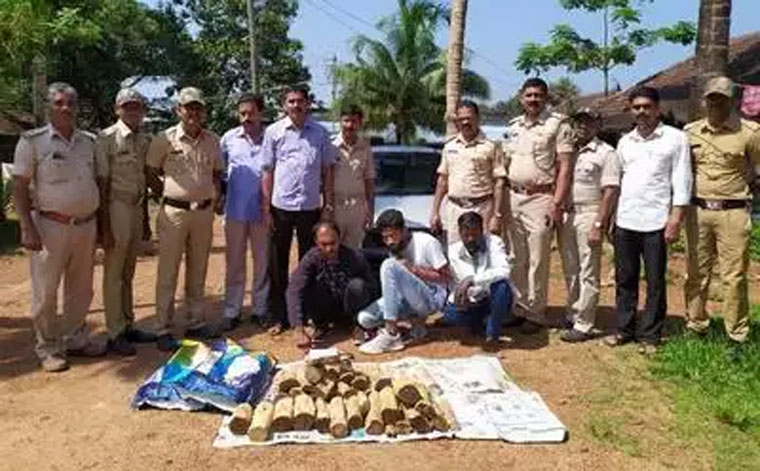 Two held for smuggling Sandalwood