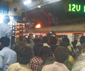 Mumbai : Rooftop traveller goes up in flames
