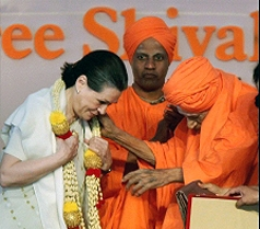 Sonia Gandhi gets saree, shawl as gifts from seer