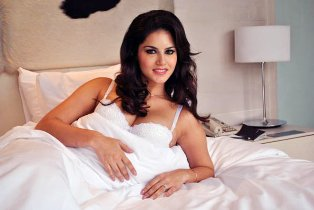 Seeking divine help: Sunny Leone to pray at Siddhivinayak before starting 'Ragini MMS'
