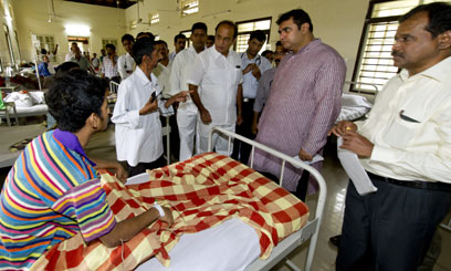 Sorake pays surprise visit to Udupi govt hospital