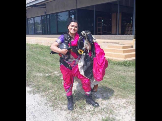 Pune woman skydives in saree, sets new record