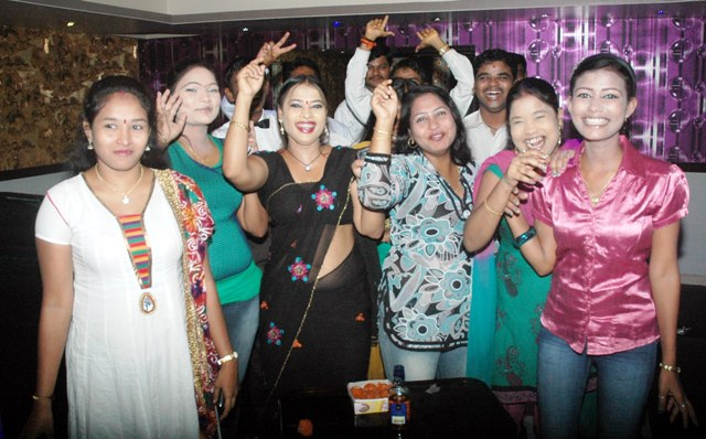 Dance Bar Girl in Mumbai Dance Bar Girls Celebrating in